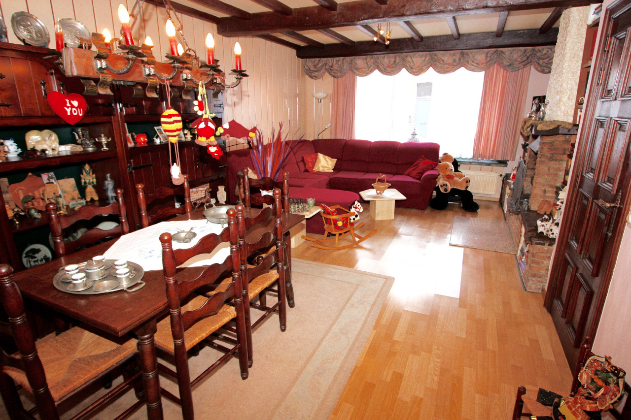 Zeer ruime woning met 4 slaapkamers en een zonnige tuin ...