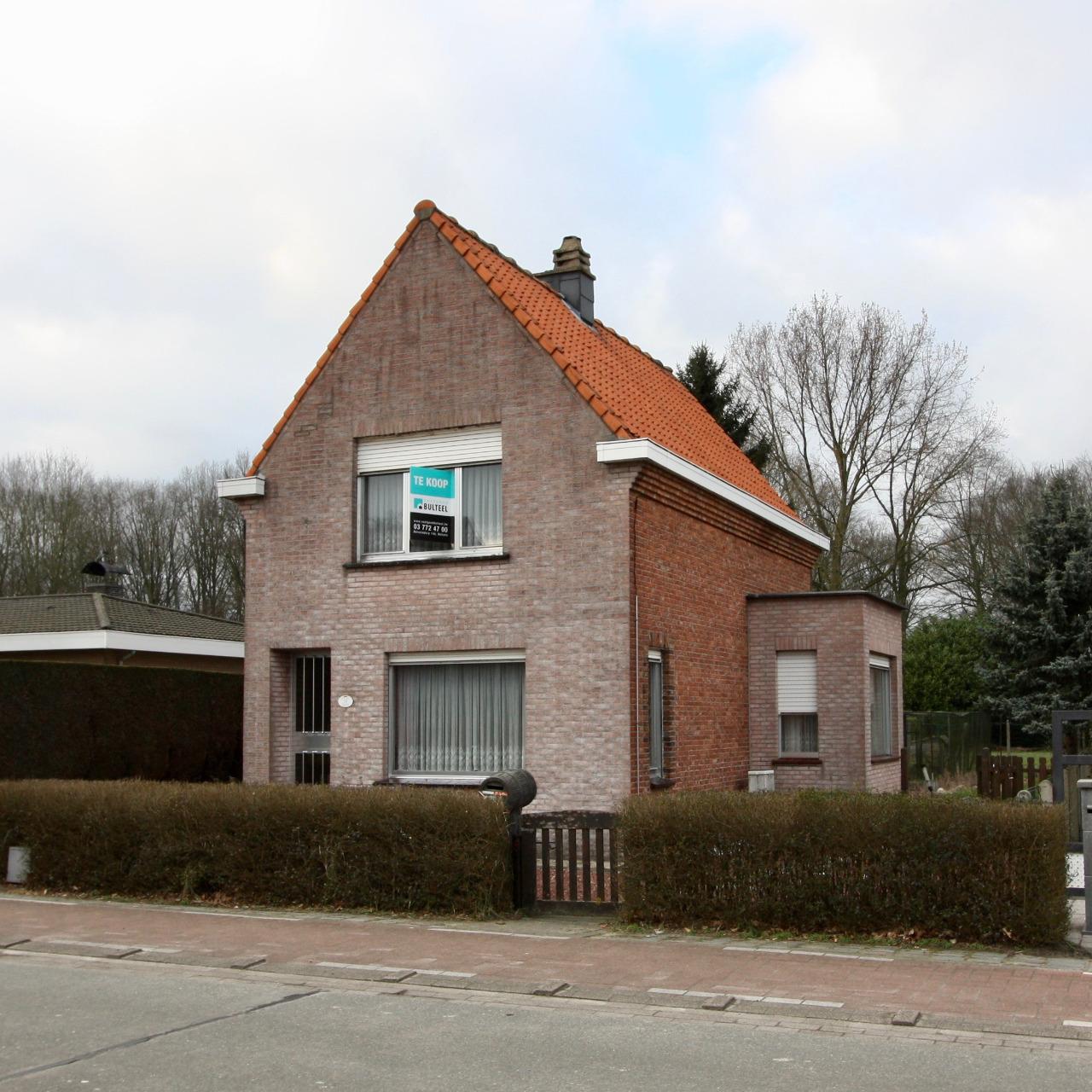 Te renoveren woning met grote tuin vastgoed bulteel for Huis te koop borgerhout met tuin